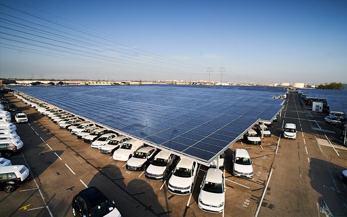 Doppio record in Francia: il più grande impianto fotovoltaico su pensilina e la più grande operazione di crowdfunding