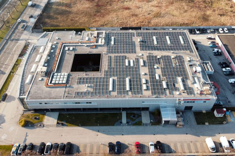Presso la sede Porsche Italia di Padova, operativo l'impianto fotovoltaico da 242 kWp